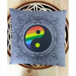 """Zirbenkissen  """"YIN & YANG"""" mit den sieben Chakra- Farben"""